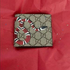 🔥SALE🔥Gucci Bifold King snake Wallet EUC.